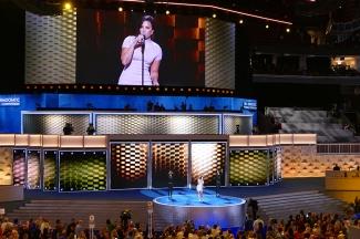 Devi Lovato has an amazing voice live - no accompaniment